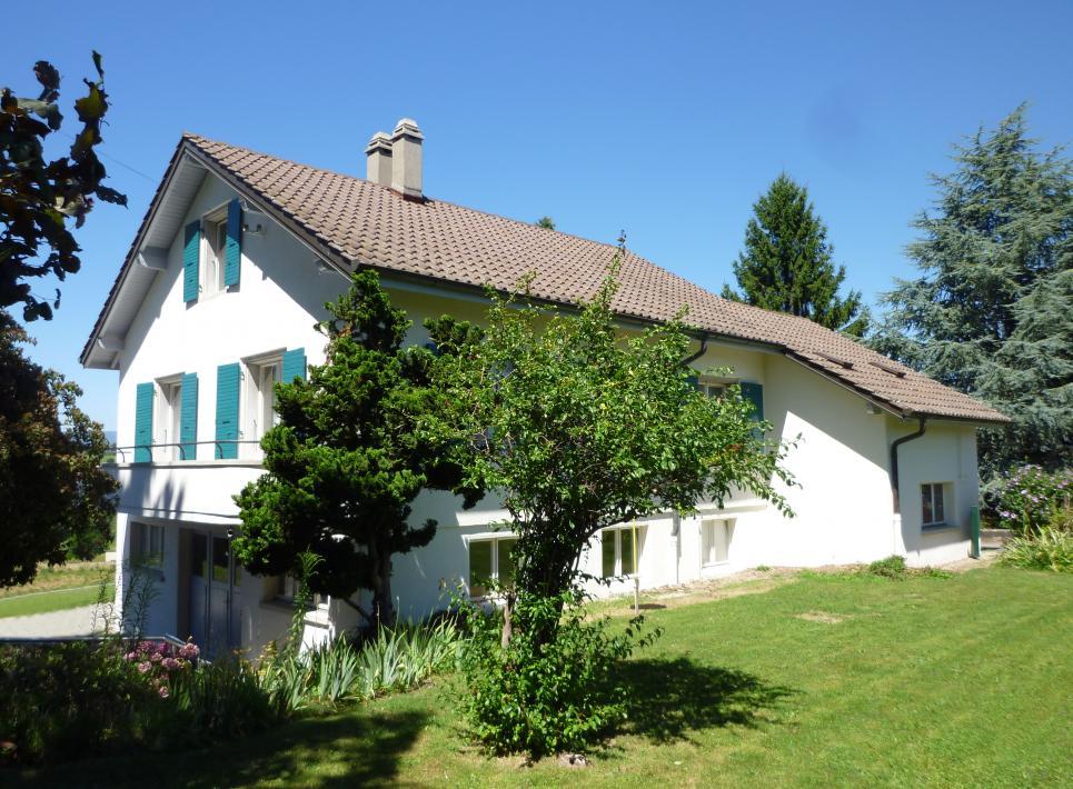 <p>Préverenges - Jolie maison avec espace professionnel au rez. Possibilité de créer 2 logements</p>