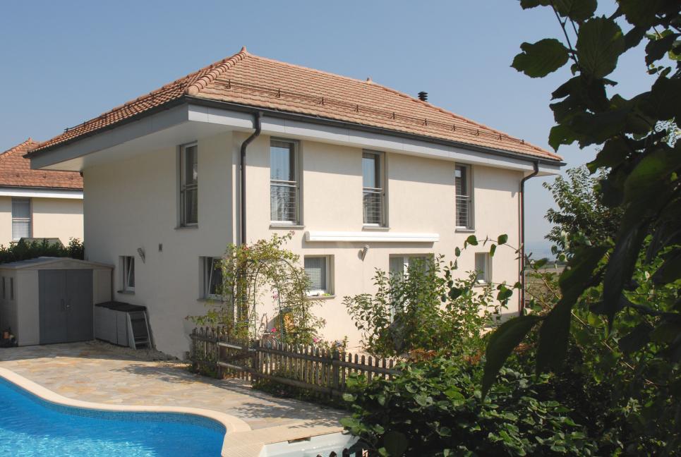<p>Apples - Avec vue sur bassin lémanique, grand garage, très beau jardin avec piscine et terrasses.</p>