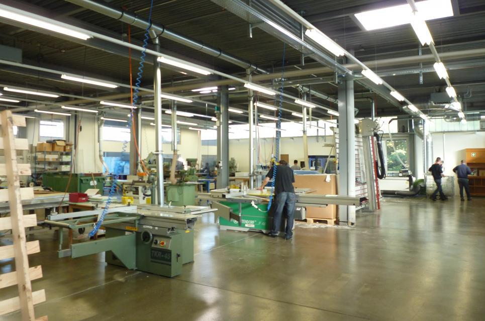 <p>Le Mont-sur-Lausanne - Halle industrielle avec partie administrative, très bon entretien général, disponibilité à convenir.</p>