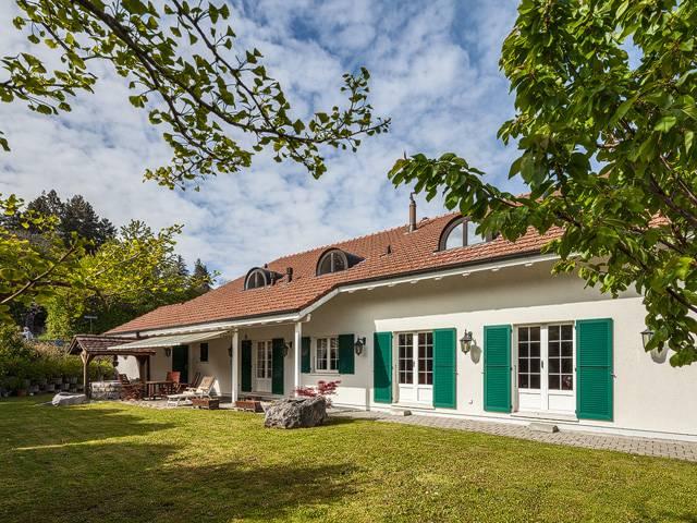 <p>Evilard - Très belle maison de 7.5 pièces avec cave naturelle et espace wellness.</p>