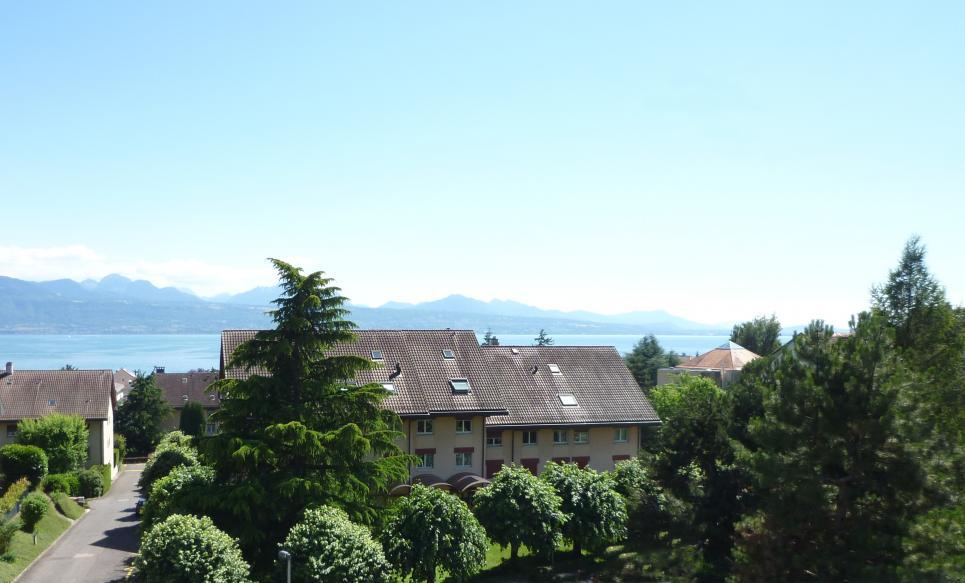 <p>Pully - Superbe attique sud-ouest en duplex, avec vue sur le lac. Quartier calme et résidentiel.</p>