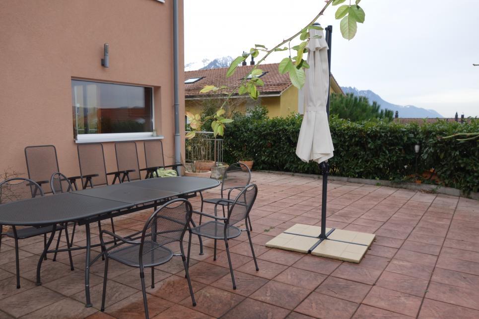 <p>Villeneuve VD - Généreuse villa jumelle avec dégagement sur lac et montagnes</p>